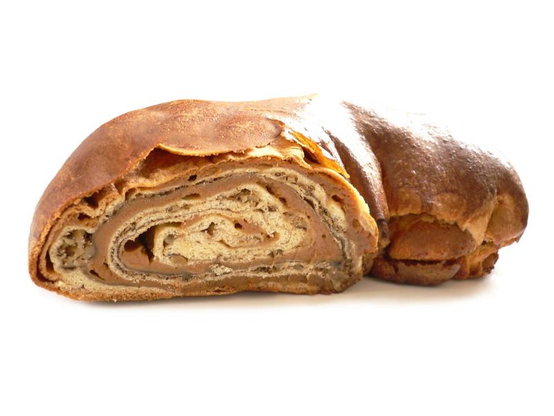 Karamelinis pyragas su graikiškais riešutais
